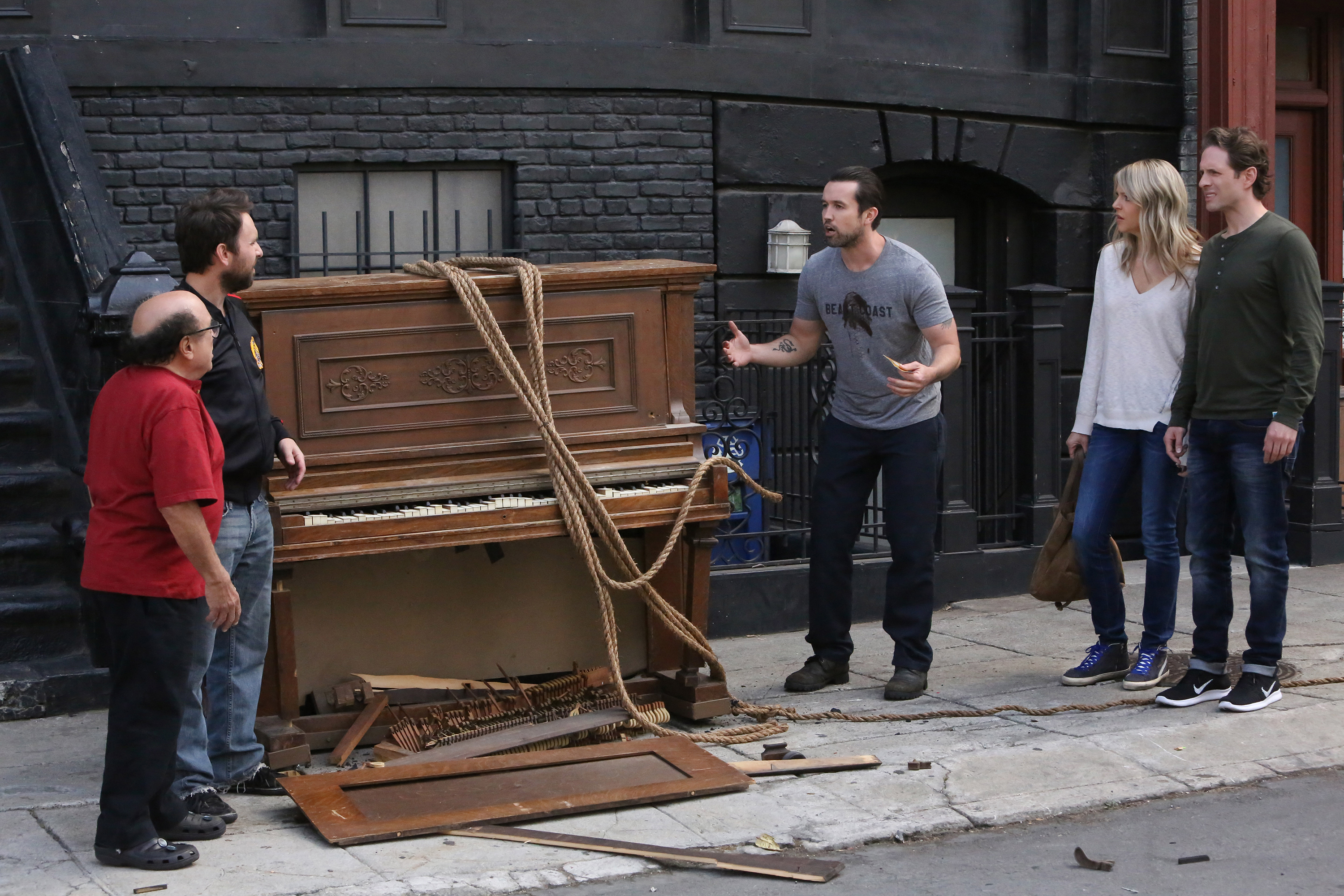 iasip 1202 0800r Macs Long Walk Out of the Closet on Its Always Sunny