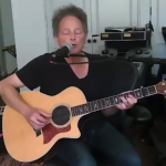 lindsey-buckingham-sings-first-time-since-surgery-video-watch
