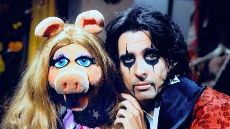 Alice Cooper with Miss Piggy
